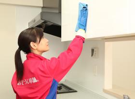 照明器具・キャビネット・吊戸棚、収納庫表面などをお掃除